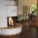Ein Heizkamin bietet das einzigartige Erlebnis des Feuers im Wohnzimmer