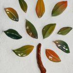 Ein Detailbild von keramischen Blättern
