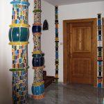 Keramische Säulen können auch mit Mosaiktechnik gestaltet werden