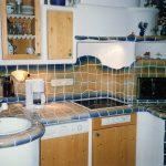 Natürlich hat auch der Wohnherd seinen Platz in einer gemauerten Küche