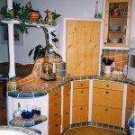 Kurze Wege und ergonometrische Formen zeichnen eine gut geplante gemauerte Küche aus