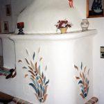 Ein zeitloser Kachelofen mit modernen und traditionellen Elementen