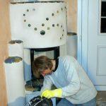 Genau wie die speziellen Kachelofenputze ist auch die Fugenmasse ein Spezialprodukt für den Ofenbau